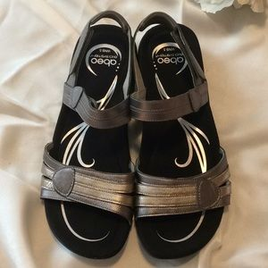 Abeo sandals in silver/grey NEW! size 9.5 N